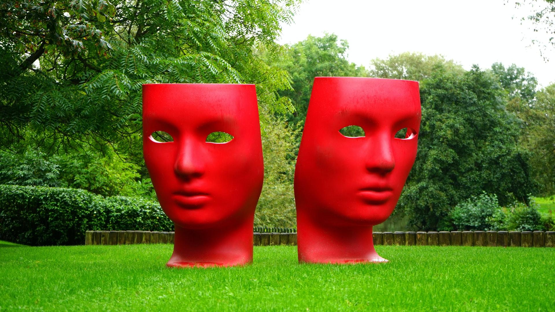 Červené masky